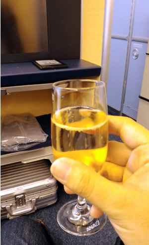 ウェルカムドリンクはシャンパンを