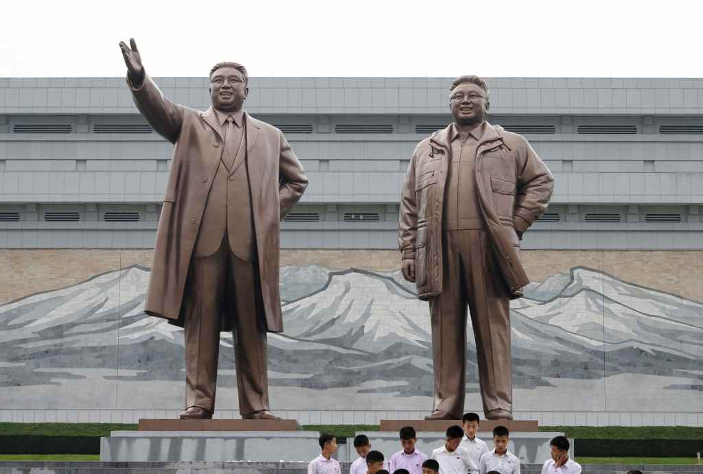 金正日将軍・金日成主席の銅像