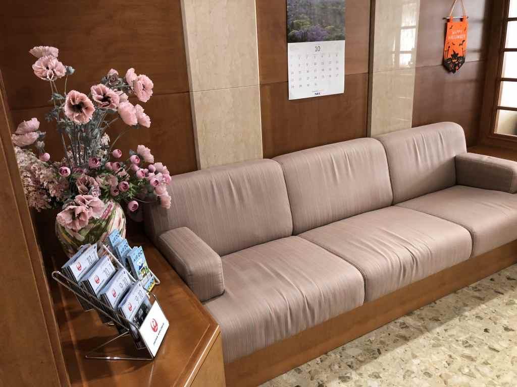 帯広空港のラウンジのソファー