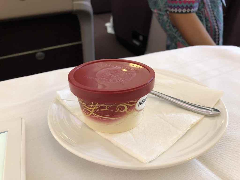 マレーシア航空・ビジネスクラスのデザートはハーゲンダッツ