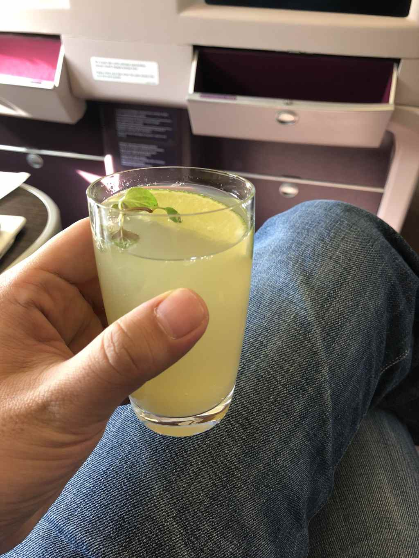 マレーシア航空・ビジネスクラスのウェルカムドリンク