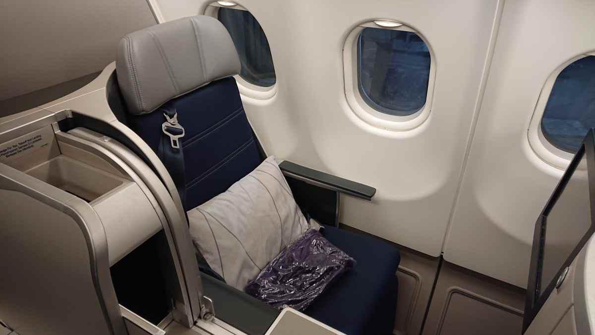 マレーシア航空のA330のビジネスクラス 立てた状態のシート
