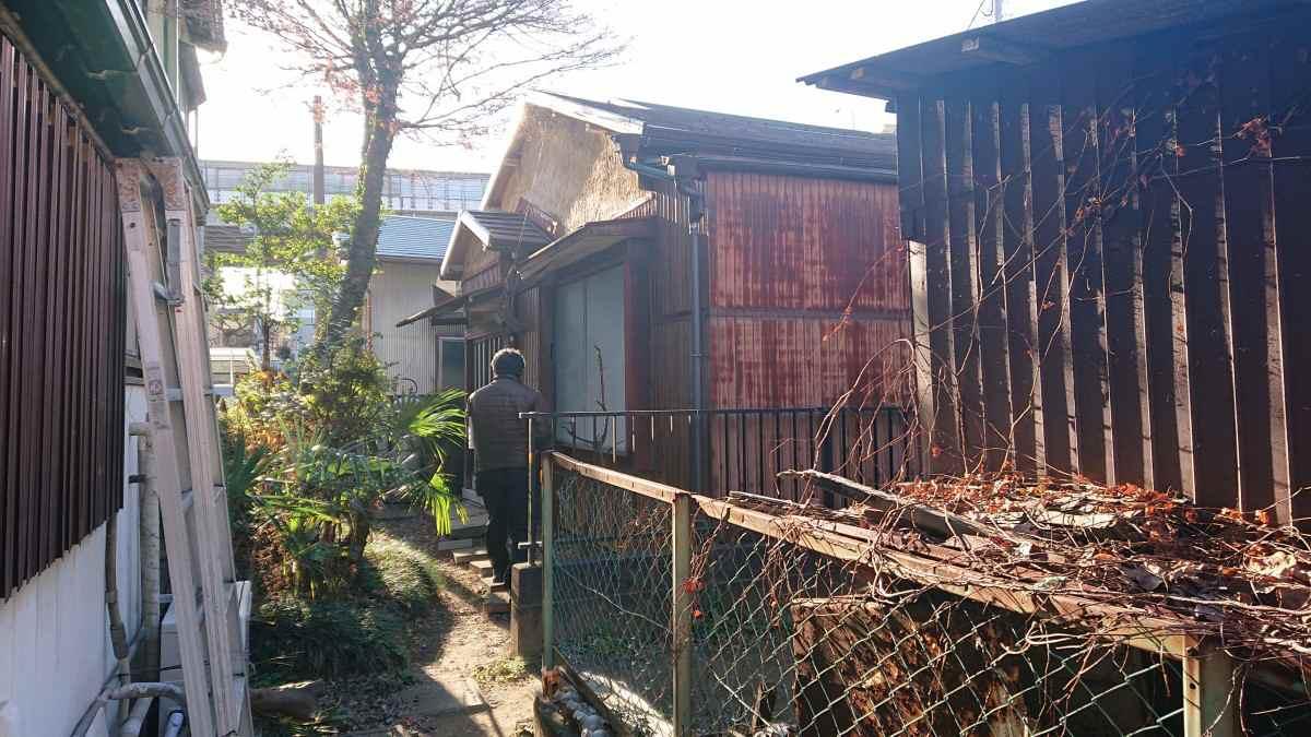 横浜のボロ戸建て・前景