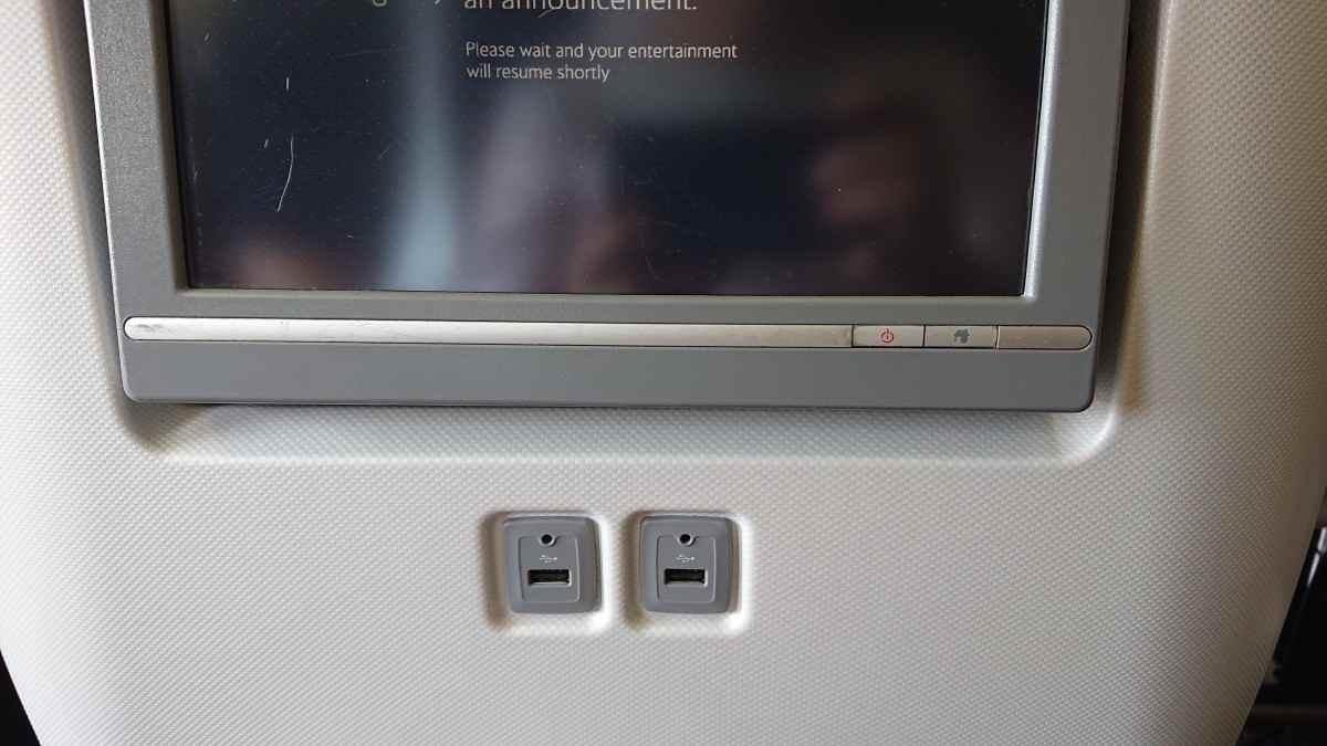 席にはUSB電源が2系統