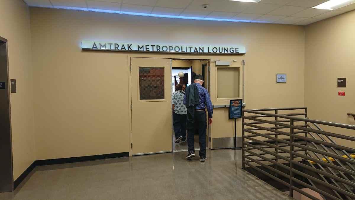 ロサンゼルスのアムトラック・メトロポリタンラウンジ入り口
