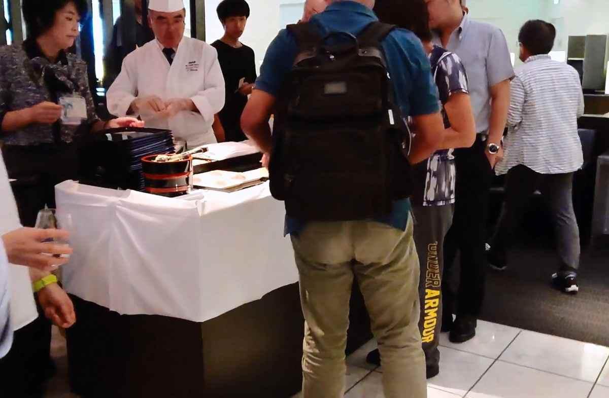 ANAビジネスクラスラウンジの寿司職人