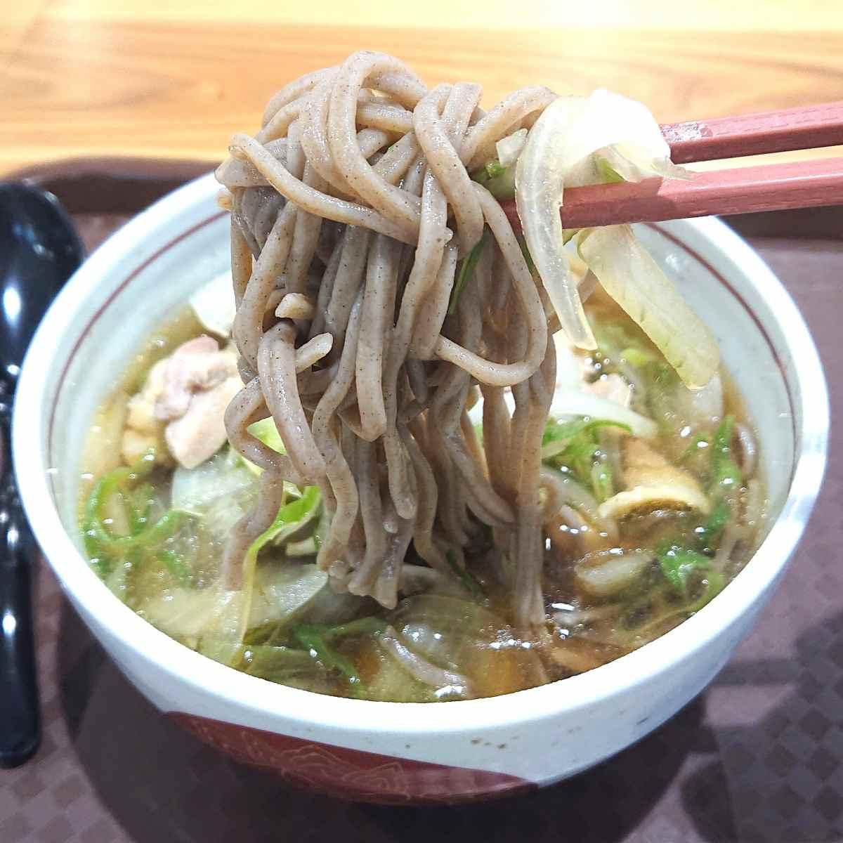 渋谷区役所の蕎麦屋の麺