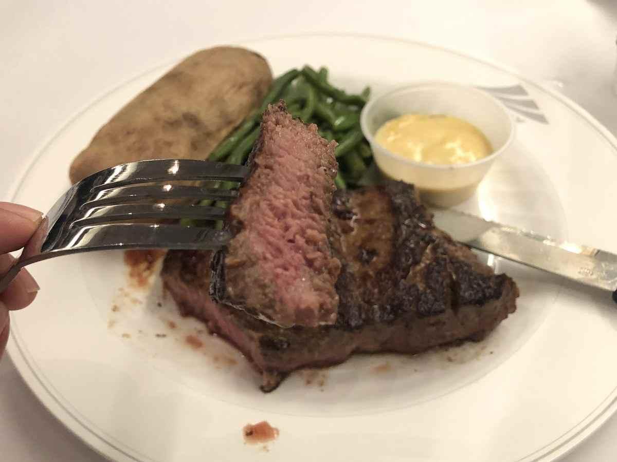 ステーキの断面図