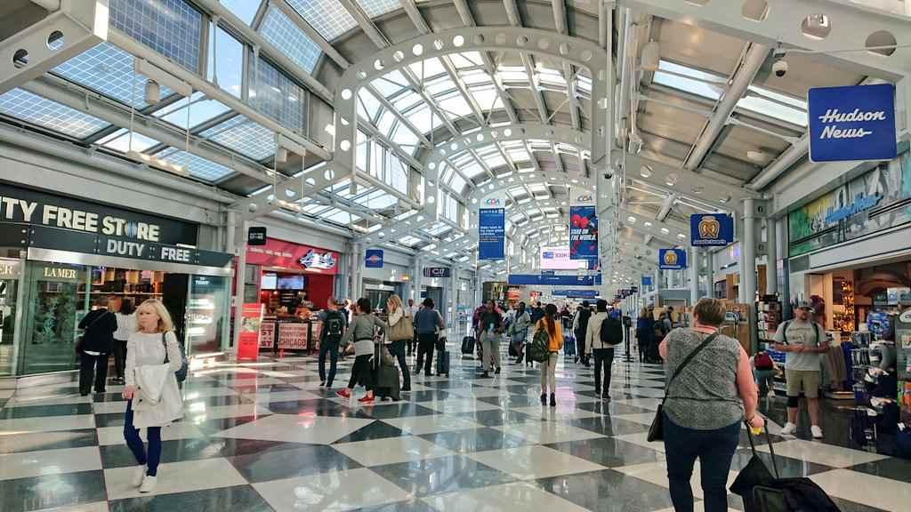 オヘア空港の白い屋根