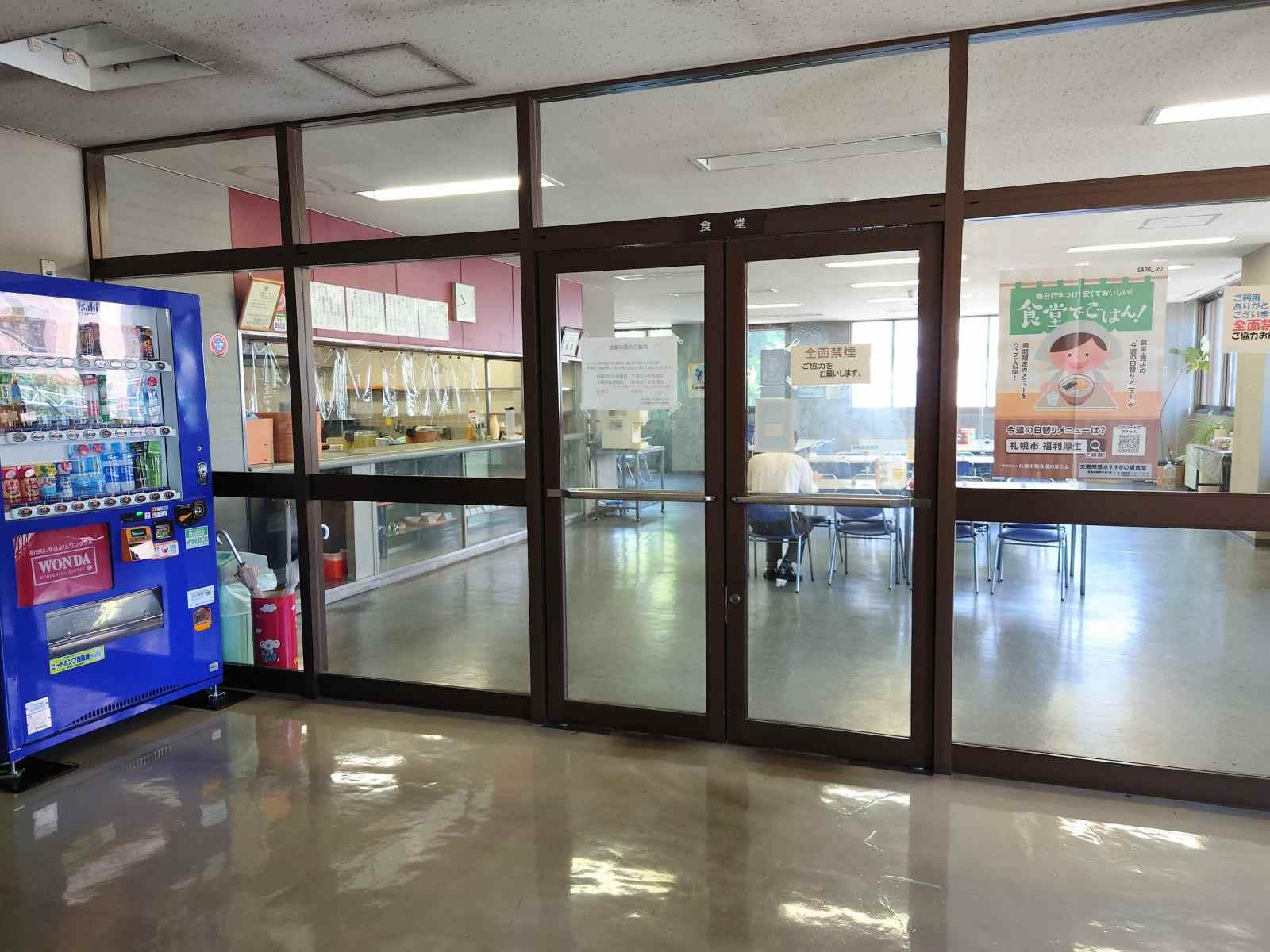社員食堂の入口